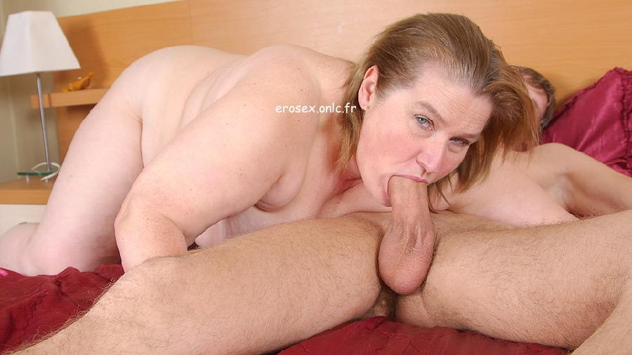 смотреть секс старая бабулька соблазняет молодого парня